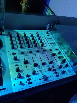 Equipo DJ / Mesa mezclas,platos,ampli y altavoces