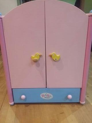 armario de juguete para muñecas madera