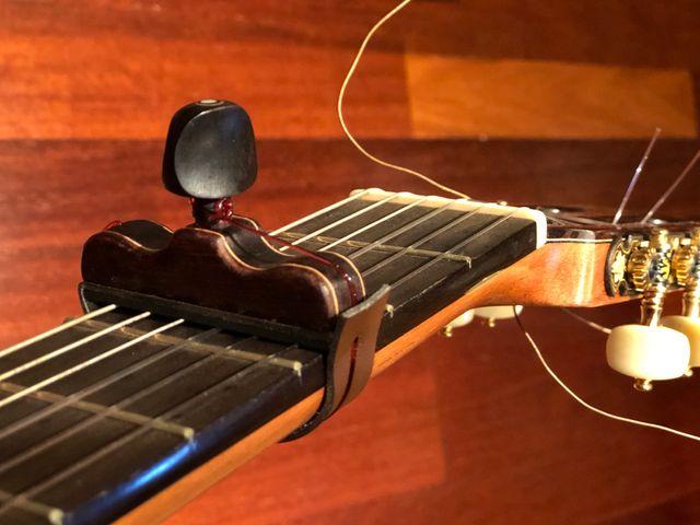 Cejilla artesana para guitarra