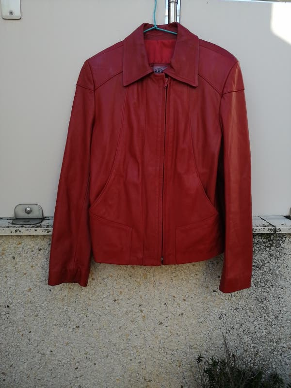 chaqueta de cuero roja