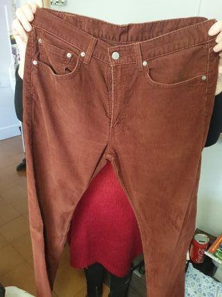 Pantalones Levis casi nuevos