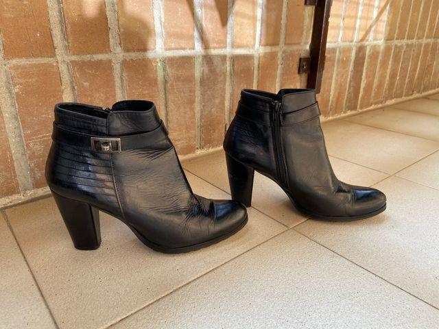 Botines negros tacón señora
