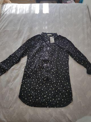 Camisa negra con etiqueta H y M