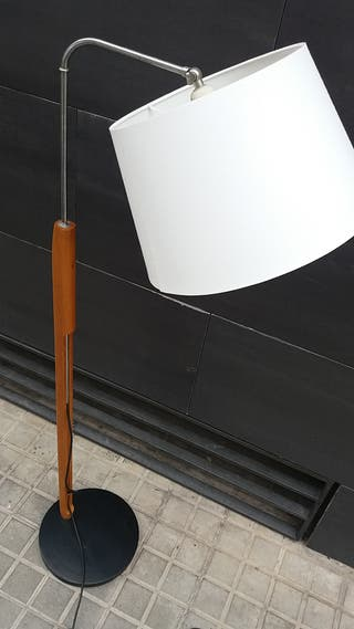 Lámpara de pie años 70 madera y metal Estilo Milà