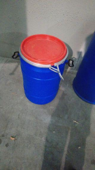 bidones de 100 litros con tapa