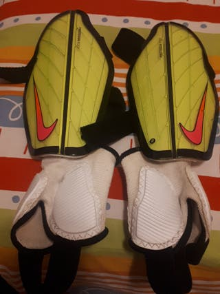 Espinilleras Nike de niño