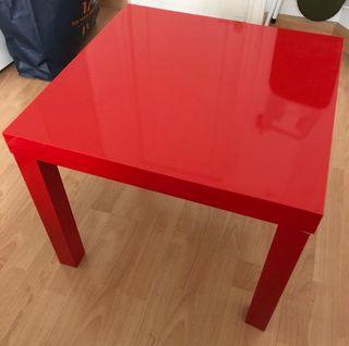 Mesa auxiliar lacada roja