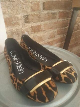 Manoletinas 39 planas Calvin Klein leopardo