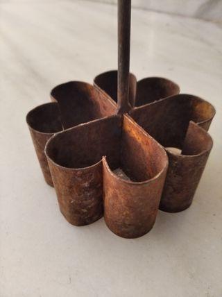 Molde antiguo de forja, cocinar flores de hojaldre