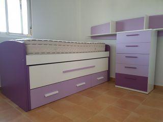 Dormitorio juvenil semi-nuevo.