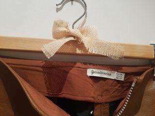 Falda de cuero marrón con cremallera, Stradivarius