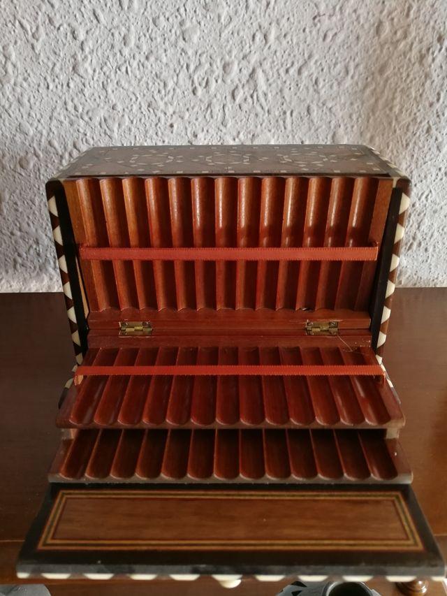 cigarrero sobremesa taracea antiguo