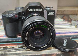 Cámara vintage analógica Yashica