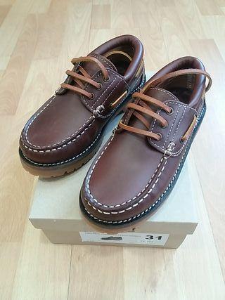 zapatos piel marrón talla 31. Gulliver