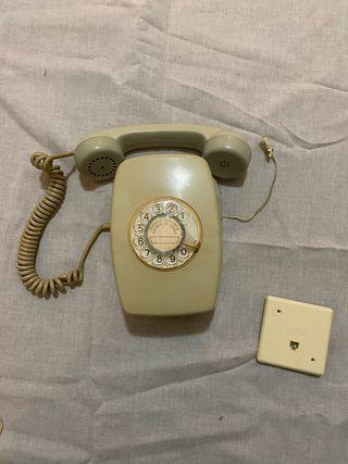 Teléfono antiguo de pared