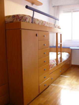 Dormitorio juvenil de 2 camas tipo tren