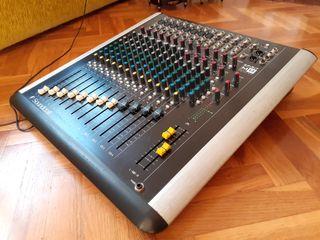 Mesa de mezclas Soundcraft Spirit M8