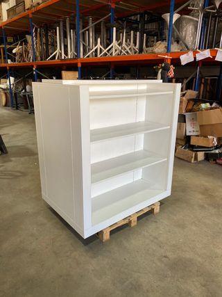 Mueble blanco central de tienda