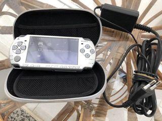 PSP 2000 slim plateada