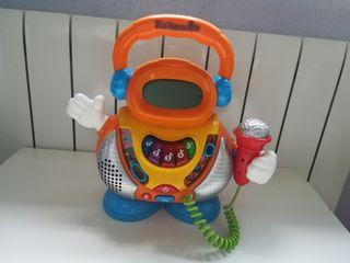robot karaoke con micrófono