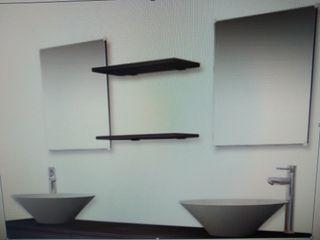 dos lavabos modernos nuevos con repisas y espejos