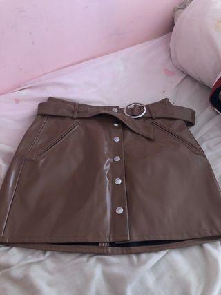 Falda de cuero marron oscura