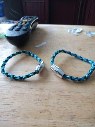 2 own made bracelets choose the colours