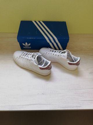 zapatillas deportivas Adidas 40 y 2/3