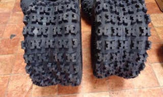 Quad neumáticos traseros