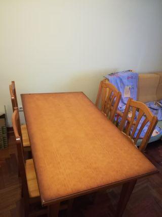 Conjunto mesa de comedor y 4 sillas madera