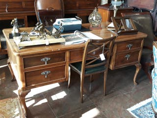 Gran mesa de despacho