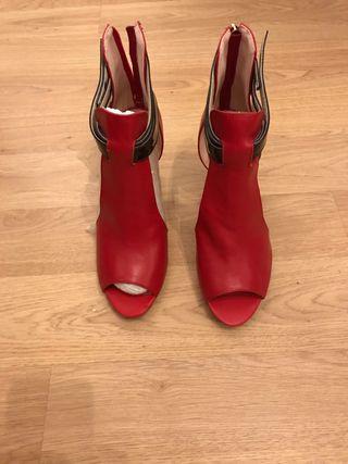 Zapatos rojos tacón