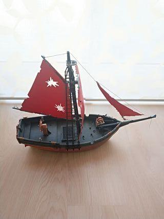 Barco pirata Playmobil.