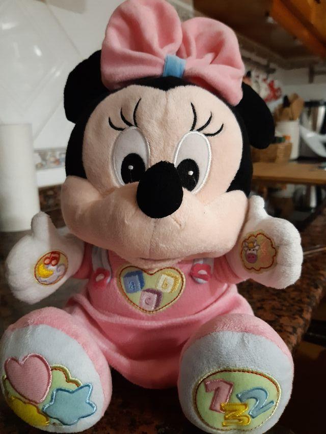 Peluche juega y aprende Minnie
