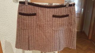 Falda midi de lana corta tipo Chanel.