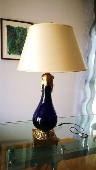 Lámpara vintage de 90 cm de alto. Pantalla 50 cm