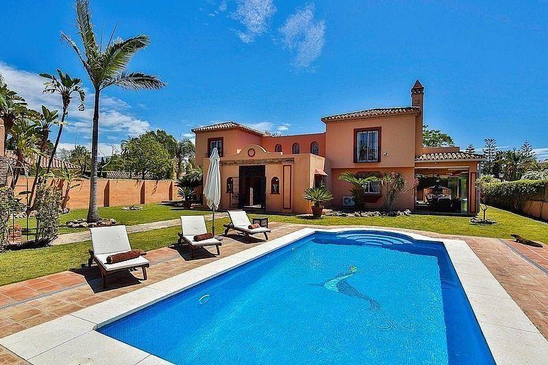 Villa en venta en Paraíso - Atalaya- Benamara en Estepona (Atalaya Isdabe, Málaga)