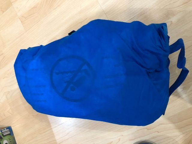 Cama hinchable con saco de dormir
