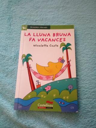 libro en catalán: La lluna Bruna fa vacances