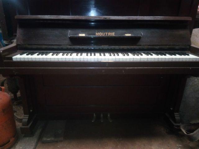 se vende piano antiguo vertical