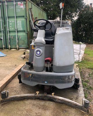 Máquina fregadora conductor sentado