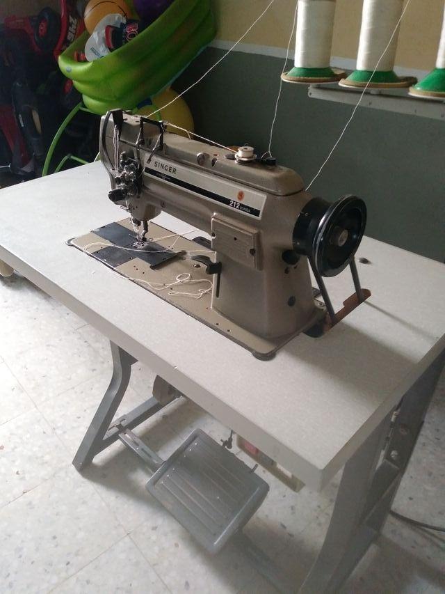 Maquina de coser singer doble arrastre funcionando de