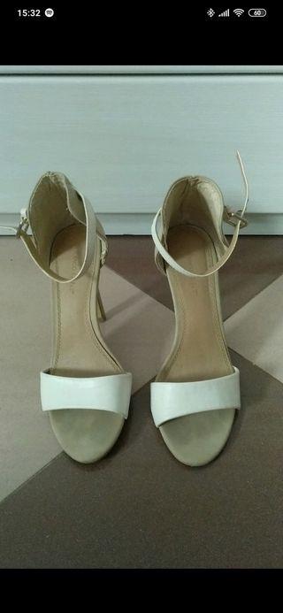 Sandalias de tacón de blanco