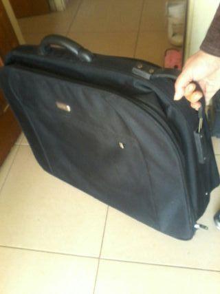maleta de viaje 698470461