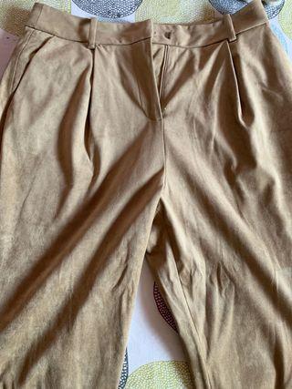 Pantalones camel Zara