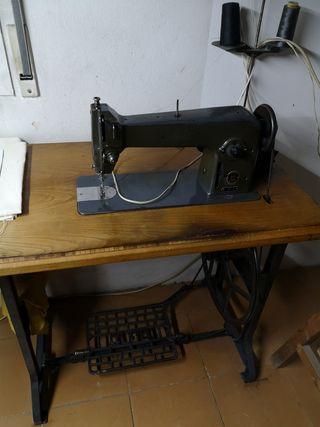 Máquina de coser Alfa 105-3 con pie