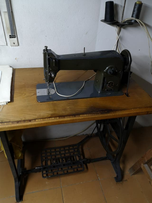 Máquina de coser Alfa 105-3 con pie de segunda mano por