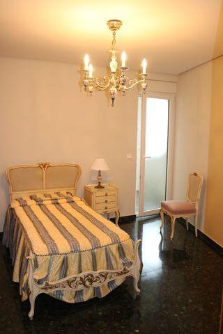 Conjunto mobiliario dormitorio y lámparas