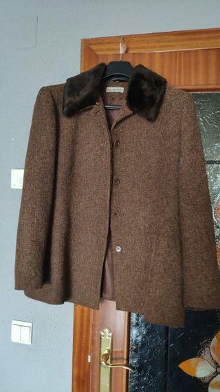 chaqueta con cuello piel