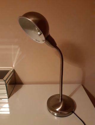Lámpara de mesa flexo.